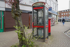 Phone Box Station Road Barnet, needs a bit of a clean (BristolRE2007) Tags: london barnet