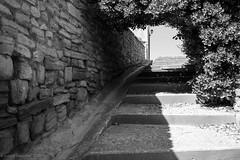 Balade dans les rues de Caromb -11 (LaurentBourdier) Tags: rue street streets photgraphy art outside escaliers vaucluse provence france blackandwhite