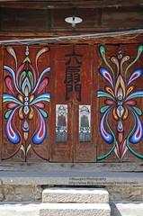 Xizhou, architecture & design (blauepics) Tags: china chinese chinesisch yunnan province provinz dali xizhou city stadt architecture architektur buildings gebäude entry door eingang tor design style bai minority minderheit gestaltung colours farben steps stufen
