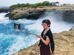 selfieTimeToo (.maique.) Tags: theamazinghoneymoon travel asia shotoniphone shotoniphonex seetheworld travelasia indonesia bali islandlife island nusalembongan chinese tourists chinesetourists sea ocean beach beachlife