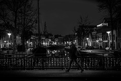 crossing the bridge (Rien van Voorst) Tags: streetphotography straatfotografie strasenfotografie fotografíacallejera photographiederue fotografiadistrada monochrome city urban highcontrast nederland dutch thenetherlands paysbas niederlände dark dunkel donker abend evening avond groningen