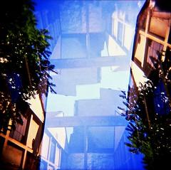 [La Mia Città] via Mecenate (Urca) Tags: holgalomo201810240002 milano italia 2018 holga lomo doppiaesposizione doubleexposure analog analogico 120 6x6 square medium multi film filmisnotdead toycamera viamecenate