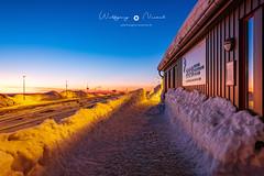 Sonnenaufgang l Sunrise (wollenickel) Tags: brocken sonnenaufgang bahnhof winter schnee kalt sunrise