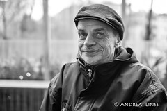 Jörg ... (andrealinss) Tags: portrait berlin bw blackandwhite berlinstreet berlinstreets schwarzweiss street streetphotography streetfotografie andrealinss 35mm