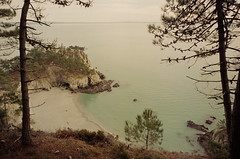 La pointe (leniners) Tags: 2018 france saint hernot sainthernot presquile crozon presquiledecrozon bretagne brittany beach plage finistere silbersalz35 leica m6 leicam6