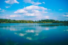 Reflets (Un instant.) Tags: lac blue natureza nature beautiful water canon manfrotto 1855mm bellevue