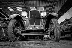 Au hasard d'un arrêt (steflgs) Tags: peugeot rurex decay urbex abandonedcar vintage bnw noiretblanc