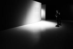 the inquisitive (Hendrik Lohmann) Tags: streetphotography street people urban urbanart urbanlife urbanphotography nikon nikondf nikonphotographer noir noire blackandwhite bwstreet bnw bw menschen monochrome minimalism museum