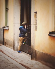 Helloooooo! (Lorre_1) Tags: curious outdoor europe street canon 50mm candid boy oldtown sweden stockholm