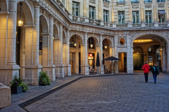 Place Edouard VII (Chrisar) Tags: lamadeleine paris arcades nikond750 dxophotolab angénieux3570