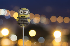 Minion marshmellows (Eugenio_81) Tags: bokeh eugeniosollima despicableme cattivissimome sweet sweets dolce zucchero caramella marshmellow food foods giallo mellow smile smiley yellow foodporn closeup luci luce light lights night nightphotography lollipop minion minions sugar cartoon cartoons yummy 50mm ef50mmf18ii fantasy stilllife notte notturno sollima