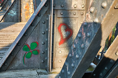 Spring Fever (Froschkönig Photos) Tags: spring fever hubbrücke magdeburg herz heart rot red rosso klee kleeblatt glück fortuna frühling frühlingsgefühle elbe leben lieben fühlen love