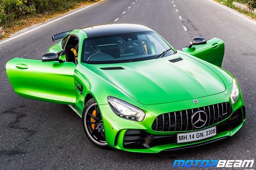 Mercedes-AMG-GT-R-32