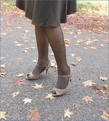 2018 - 10 - Karoll  - 247 (Karoll le bihan) Tags: escarpins shoes stilettos heels chaussures pumps schuhe stöckelschuh pantyhose highheel collants bas strumpfhosen talonshauts highheels stockings tights