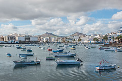 Charco San Gines (Serge Dai) Tags: boats lagoon seawater montagnes mountains vue view charcosangines arrecife lanzarote ilescanaries canaryislands espagne spain europe europa