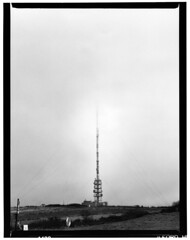 Roc Trédudon (ludob2011) Tags: film bw antenne antenna aerial bretagne finistere arrée tredudon brume brouillard nuages clouds fog bronica etrs ilford hp5 bwfp