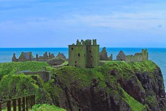 Dunnottar Castle (Simone If) Tags: aberdeenshire sea hill cliff scotland mountain seashore seascape landscape nature hiking aberdeen dunnottar castle uk united kingdom green blue waves person back travel photograpgy film explore cinematography canon 1100d eos colors