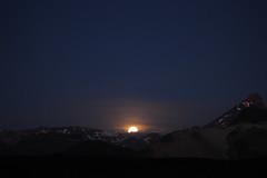 Luna saliendo de la Cordillera de Los Andes (carodoradorp) Tags: luna noche montains cordillera andes chile canon canonchile photography astros astrophotography