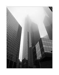 La Défense (Franco & Lia) Tags: paris parigi france francia ladéfense nebbia fog brouillard brume noiretblanc biancoenero blackwhite schwarzundweiss