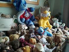 How many....?? (daveandlyn1) Tags: bears teddybears bearcollection afewbears indoors ourlounge bearofallshapessizes closeup smartphone psdigitalcamera cameraphone pralx1 p8lite2017 huawei