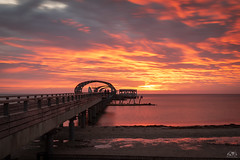 Flammenmeer (stein.anthony) Tags: blauestunde kellenhusen landscape landschaft ostsee ostseeküste outdoor schleswigholstein seebrücke sonnenaufgang himmel