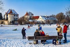happy bench monday (werner boehm *) Tags: wernerboehm schloss blutenburg2 winter munich architecture people eis