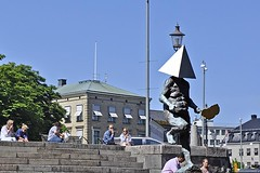 Pyramid Head (AntyDiluvian) Tags: gothenburg sweden canal canalboat canaltour statue sculpture pyramidhead vassilsimittchiev steps