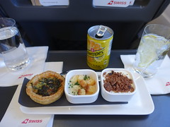 201903025 LX324 ZRH-LHR snack (taigatrommelchen) Tags: 20190313 flyingmeals airplane inflight meal food snack business swr swiss lx324 a319100 hbipx zrhlhr