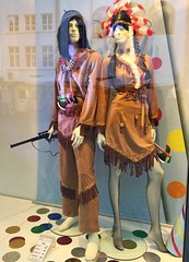 Stadt-Indianer (heinrich_511) Tags: leather featherheaddress tomahawk street reflections indians storewindow winchester rifle costume outfit carnival