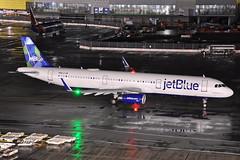 N961JT (Rich Snyder--Jetarazzi Photography) Tags: jetblueairways jetblue jbu b6 airbus a321 a3210200 a321231 n961jt minted2016 departure departing sanfranciscointernationalairport sfo ksfo millbrae california ca airplane airliner aircraft jet plane jetliner ramptowera rcta atower dark night lights wet rainy