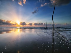 IMG_7423 ~ lamunan pagi (alongbc) Tags: sunrise reflection cloud sea beach coast coastline seascape shoreline pantaisepat kuantan pahang malaysia travel place trip canon eos700d canoneos700d canonlens 10mm18mm wideangle lamunan pagi happyplanet asiafavorites