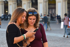 On Piazza San Carlo (Thomas Roland) Tags: europe travel efterår autumn herbst 2018 nikon d7000 europa city by torino turin tourists tourism tourist italy italia italien rejse piazza san carlo square torv plads girls portrait candid person people