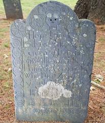 Baby Elezebeth Green died in 1745 (Pak T) Tags: cemetery externalflash fl36externalflash grave graveyard green groton headstone massachusetts oldburyingground skull
