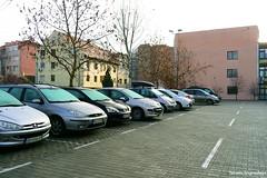 Паркинг возле Матицы Сербской (tatianatorgonskaya) Tags: сербия новисад путешествие блог блогопутешествиях блогожизнизарубежом автомобиль воеводина практическаяинформация балканы европа машина balkans balkanstravel balkan srbija novisad