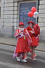 Carnaval de Verviers (Jean-Yves Ledy) Tags: carnaval ballon couleur color dame fille girl red rouge chapeau rue liège belgique street smile sourire lunette