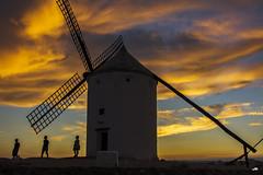 Tras los pasos de Don Quijote - Consuegra 16.1 (Cerro del Calderico) (Juanjo RS) Tags: juanjors consuegra toledo castillalamancha spain españa molinosdeviento cerrodelcalderico contraluz nikond7100 nikon amateur donquijote sunset atardecer aspas windmill cielo sky orange