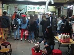 IMG_5892 (kenner116) Tags: 台灣 taiwan 台北 taipei 青島豆漿 qingdaodoujiang 通化夜市 臨江街夜市 tonghua linjiangstreet dog 狗
