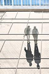 Down under (Guido Klumpe) Tags: color farbe minimal minimalism minimalistisch simple reduced kontrast contrast gegenlicht shadow schatten silhouette spiegelung mirror reflection candid streetphotographer streetphotography strase hannover hanover germany deutschland city stadt streetphotographde unposed streetshot gebäude architecture architektur building perspektive perspective street