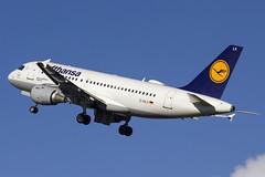 D-AILX | Lufthansa | Airbus A319-114 | CN 860 | Built 1998 | DUB/EIDW 17/02/2019 (Mick Planespotter) Tags: aircraft airport 2019 dublinairport collinstown nik sharpenerpro3 dailx lufthansa airbus a319114 860 1998 dub eidw 17022019 a319 flight