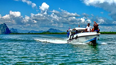 Thailand, Phang Nga Bay (gerard eder) Tags: world travel reise viajes asia southeastasia thailand southernthailand phangngabay landscape landschaft paisajes panorama see seascape wasser water wolken clouds nubes boats boote barcas beach blue maritime ships outdoor happyplanet asiafavorites