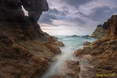 Racó d'en Sureda II. (Ernest Bech) Tags: catalunya girona laselva costabrava lloretdemar mar sea rocks roques landscape longexposure llargaexposició llums lights seascape