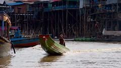 IMGP1401 Life on the river (Claudio e Lucia Images around the world) Tags: kompongphlukfloatingvillage siemreap cambodia kompong phluk floating village siem reap pluck cambogia people portrait man pentax pentaxart pentaxkp pentax18135 pentaxlens boat river water mud kampong
