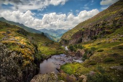 The freshness of the valley... (Giacomo della Sera) Tags: valley valle spain españa nubes clouds verde green rio river depth profundidad landscape nature naturaleza paisaje