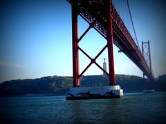 Pont du 25 avril. (giraudthierry02) Tags: lisbonne lisbon lisboa belem tage pont bridge boat