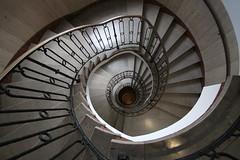 Drehwurm (Elbmaedchen) Tags: staircase stairwell stairs stufen steps treppenauge treppenstufen treppenhaus escalier roundandround interior upanddownstairs helix spirale spiral architektur architecture beauty abwärts bremen kontorhaus