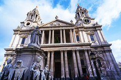 Queen Anne Monument at St Paul's (J Ted Bell) Tags: sonya7iii sonyilce7m3 london tokinafirin20mmf2feaf a7iii