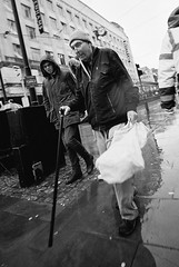 Bags of movement (Mister Oy) Tags: manchester film 35mm wide mono monochrome blackandwhite voigtlander bessa r3m street streetphotography movement people candid