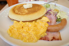 breakfast pancake scramble egg, bacon, sausage RICOH GR 24 (HAMACHI!) Tags: food foodporn foodie foodmacro tokyo 2019 japan ricoh ricohgriii ricohimaging ricohgr gr gr3 griii loadtest cameratest shibuya breakfast pancake scrambleegg