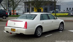 Cadillac DTS 2008 (XBXG) Tags: 94rsr5 cadillac dts 2008 cadillacdts deville touring sedan dseries touringsedan blanc white gm general motors generalmotors northstar v8 muntbergweg amsterdam zuidoost nederland holland netherlands paysbas american car auto automobile voiture américaine us usa vehicle outdoor