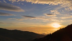 Amanece en Morcuera (Angaros) Tags: sunrise landscape paisaje españa sierra guadarrama spain nube nature sun naturaleza cielo sky